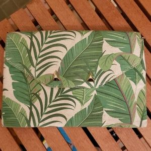 City Slim Green Botanicals Clutch